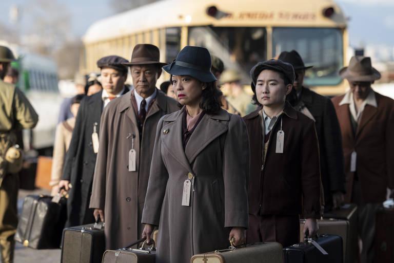 Naoko Mori, James Saito e Alex Shimizu em cena da série 'The Terror: Infamy', da AMC