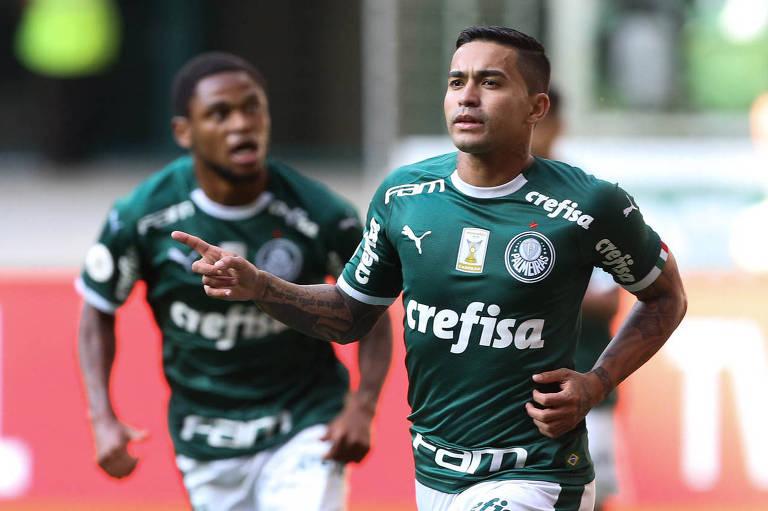 Dudu comemora o seu primeiro gol contra o Bahia, pelo Campeonato Brasileiro
