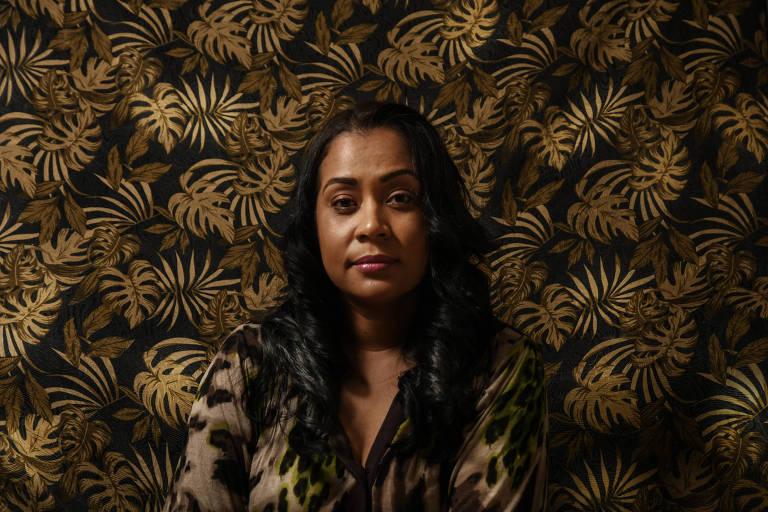 Luzimeire Gomes foi paciente da primeira laparoscopia de endometriose do pericárdio no mundo. Ela tinha fortes cólicas desde os 13 anos, quando menstruou pela primeira vez e só após três operações que deixou de sentir dor. Fez uma quarta cirurgia para remover mais endométrio dos ovários e agora está tentando engravidar