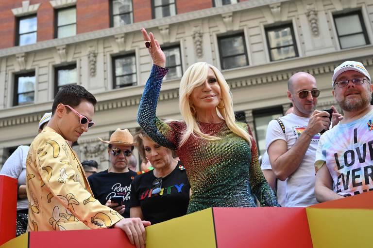 Donatella Versace na parada LGBT de NY em 2019