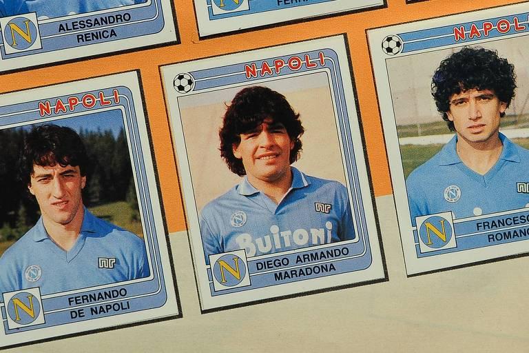 Figurinha de Maradona com a camisa do Napoli, em foto da década de 1980