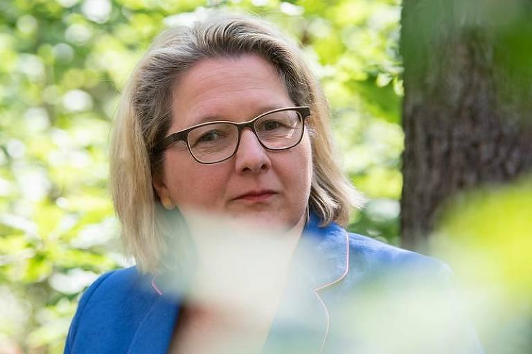 Ministra alemã do Meio Ambiente: 'Não posso ficar dando dinheiro enquanto continuam desmatando'