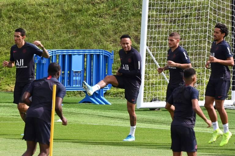 Neymar em treino do PSG no último dia 10, véspera da estreia do clube no Campeonato Francês