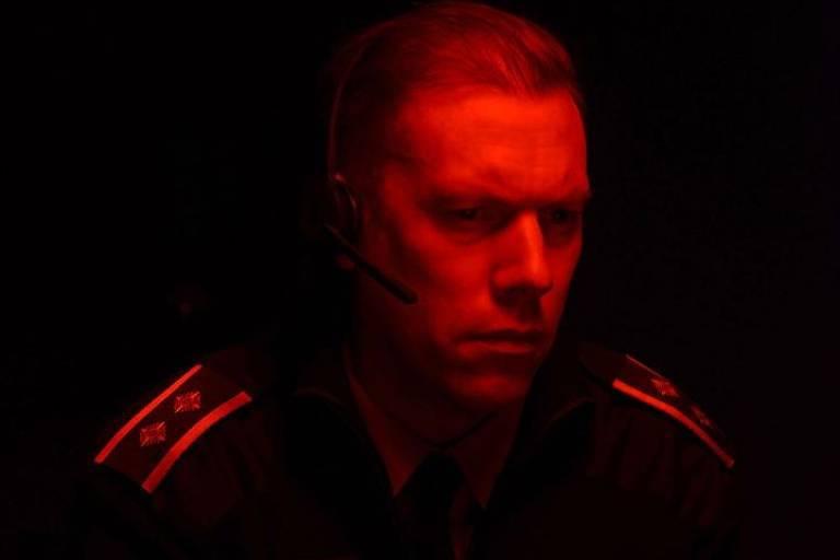 Militar com luz infravermelha