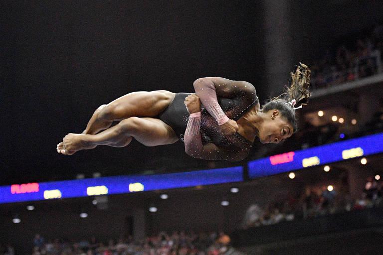 No Campeonato Americano de 2019, Simone Biles inovou no solo. O duplo mortal com tripla pirueta, chamado de triplo-duplo, era uma acrobacia inédita até então