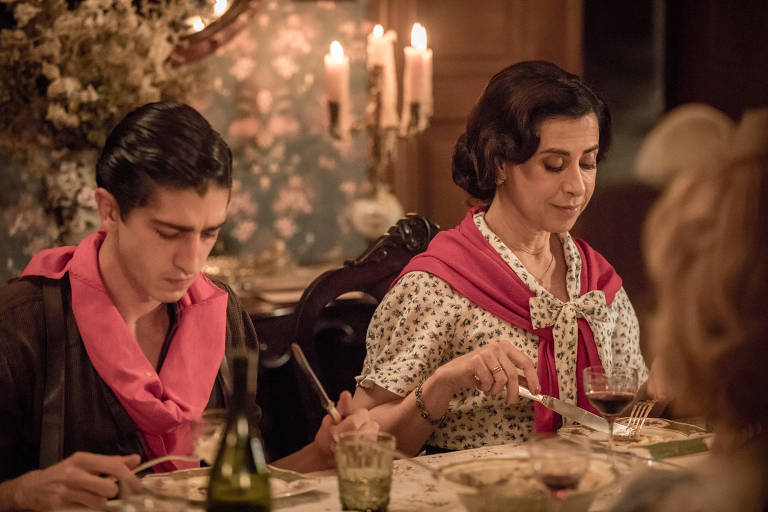 Fernanda Torres e Johnny Massaro em cena de 'Filhos da Pátria', que chega a segunda temporada em outubro