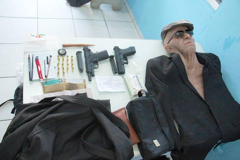 Ex-funcionário usa máscara de idoso e é preso em tentativa de assalto a banco em Jaraguá do Sul, PM apreende máscara usada em tentativa de roubo a banco em Jaraguá do Sul