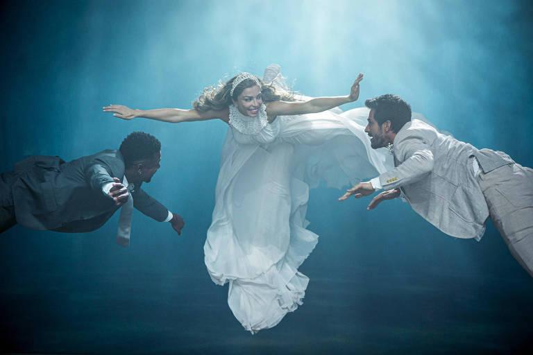 Paloma (Grazi Massafera) sonha com um casamento e se vê dividida entre dois amores: Ramon (David Junior) e Marcos (Romulo Estrela)