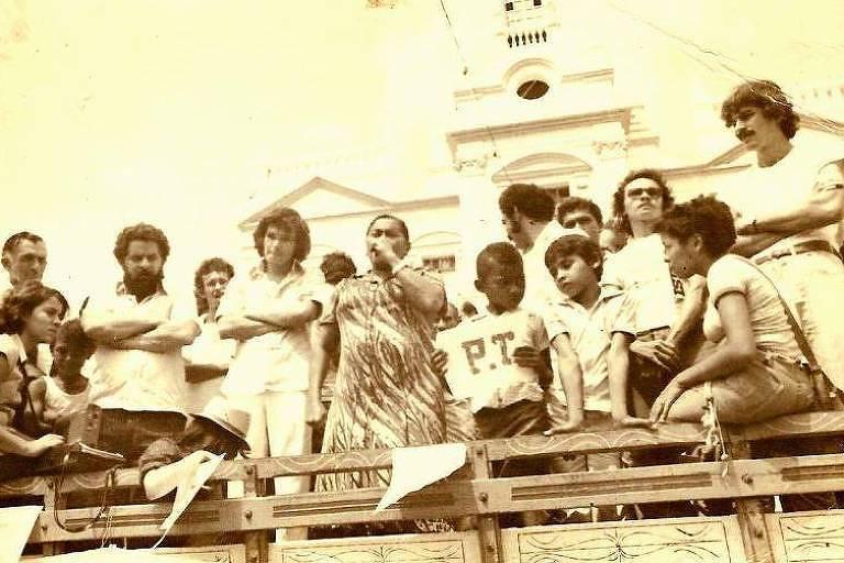 Margarida Maria Alves, presidente do Sindicato dos Trabalhadores Rurais de Alagoa Grande, na Paraíba, em discurso ao lado de Luiz Inácio Lula da Silva no início dos anos 80