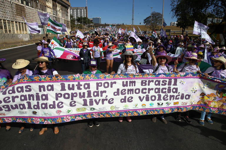 Milhares de camponesas participam da Marcha das Margaridas, na Esplanada dos Ministérios