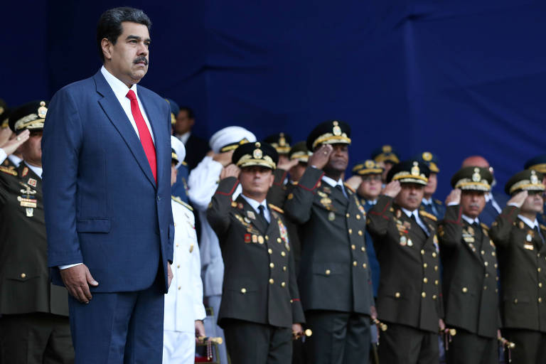 O ditador Nicolás Maduro participa de cerimônia militar em Caracas