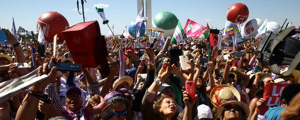 Milhares de camponesas e mulheres de todo o Brasil participam da Marcha das Margaridas, na Esplanada dos Ministérios