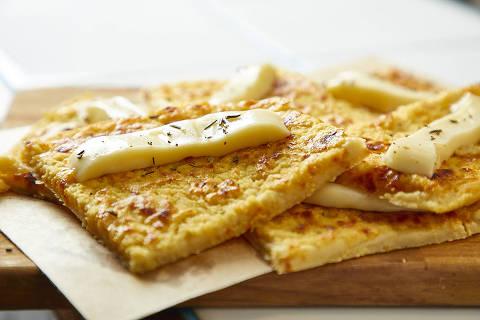 Farinata com queijo stracchino do menu do Lido