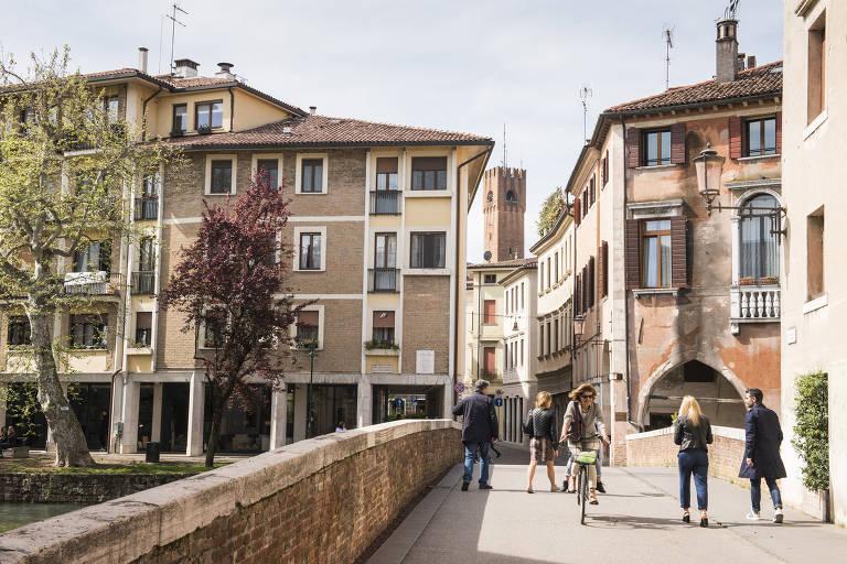 Ponte sobre o canal Cagnan, em Treviso, na Itália