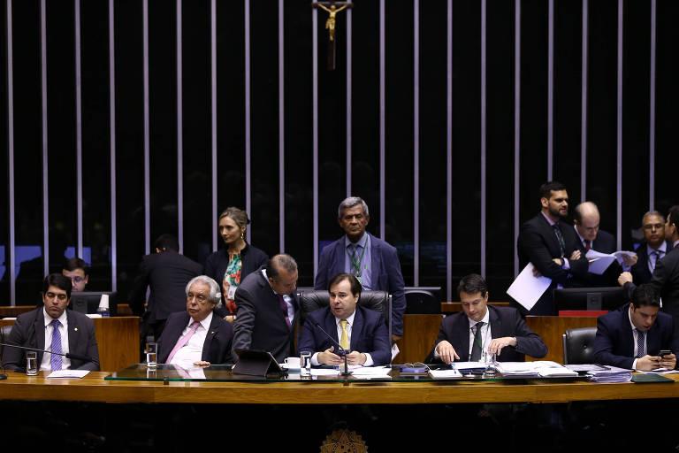 Resultado de imagem para PESSOAS VÃO PREFERIR TRABALHAR DOMINGOS A FICAR DESEMPREGADAS