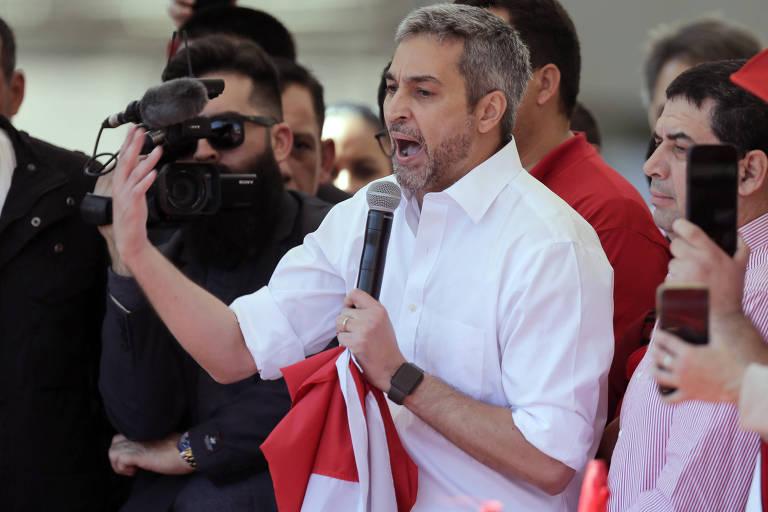 O presidente do Paraguai, Mario Abdo Benítez, discursa para apoiadores em Assunção