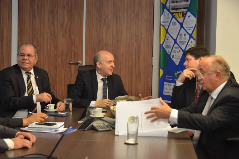 O presidente da CNM (Confederação Nacional de Municípios), Glademir Aroldi, se reúne com membros da comissão especial da Câmara que analisa a Reforma Tributária de autoria do deputado Baleia Rossi (MDB-SP)