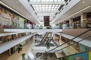 ESPECIAL SHOPPINGS de Sao Paulo.  Escadas rolantes e jardim interno do Shopping Parque da Cidade, na zona sul