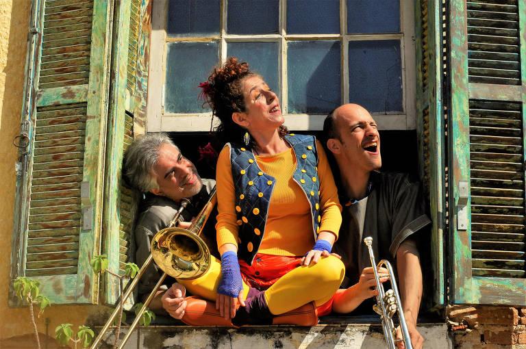 O elenco da peça infantil 'Elagalinha', que integra a programação do projeto Dramaturgias no Sesc Ipiranga