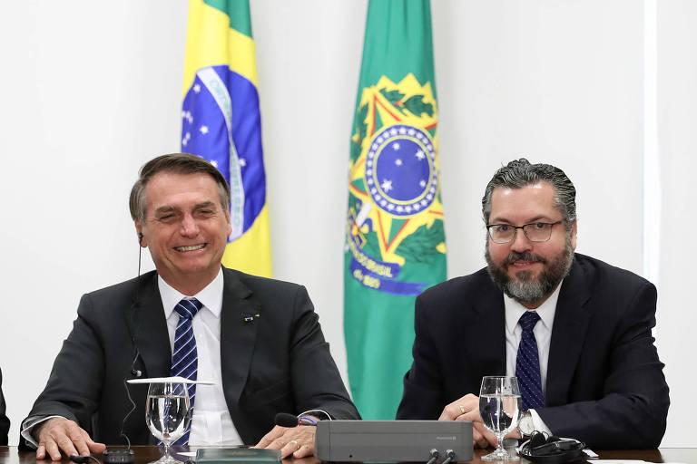 O presidente Jair Bolsonaro e o ministro das relações exteriores Ernesto Araújo