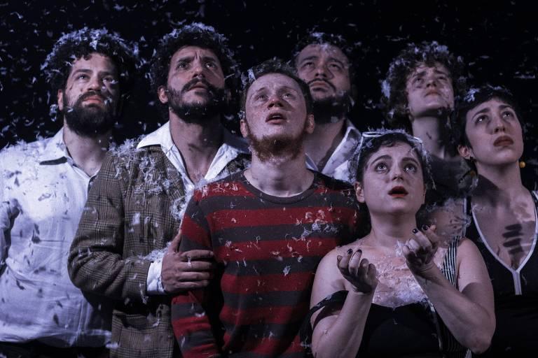 Cena da peça 'A Neve ou Fora de Controle', que integra a programação da Mostra de Dramaturgia em Pequenos Formatos Cênicos do CCSP