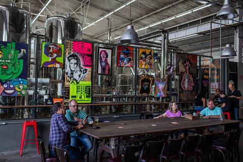 SÃO PAULO, SP, BRASIL, 08-02-2019: Ambiente da cervejaria Tarantino, que fica no bairro do Limão, zona norte de São Paulo. (Foto: Eduardo Anizelli/ Folhapress, REVISTA SP) ***EXCLUSIVO***