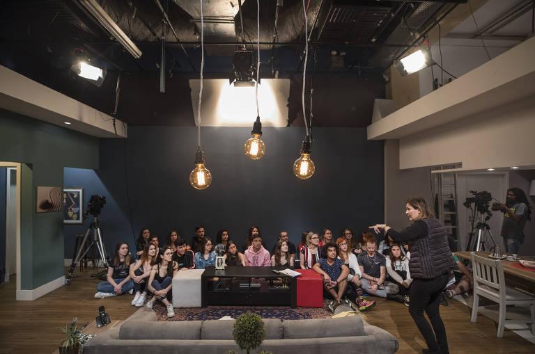 A atriz e professora Samantha Delsoglio dá aula do curso de interpretação de vídeo na escola de formação de atores  Wolf Maya, que funciona dentro do Shopping Frei Caneca, no centro de São Paulo