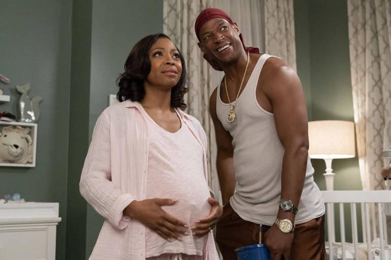 mulher gravida ao lado do marido