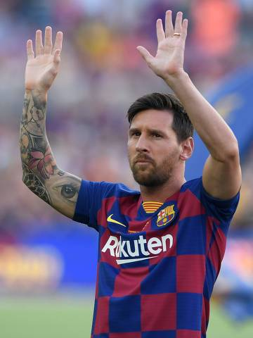 Barcelona's Argentinian forward Lionel Messi waves before the 54th Joan Gamper Trophy friendly football match between Barcelona and Arsenal at the Camp Nou stadium in Barcelona on August 4, 2019. (Photo by Josep LAGO / AFP)