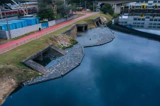 Rio Pinheiros, próximo à usina de Traição na Vila Olímpia, em SP