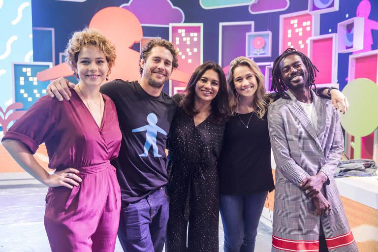 Os apresentadores do 'Criança Esperança 2019' Leandra Leal, Flavio Canto, Dira Paes, Fernanda Gentil e Jonathan Azevedo