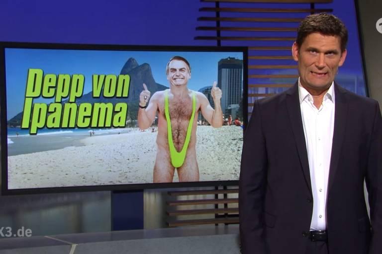Bolsonaro vestindo sunkini ao lado de título 'idiota de Ipanema'