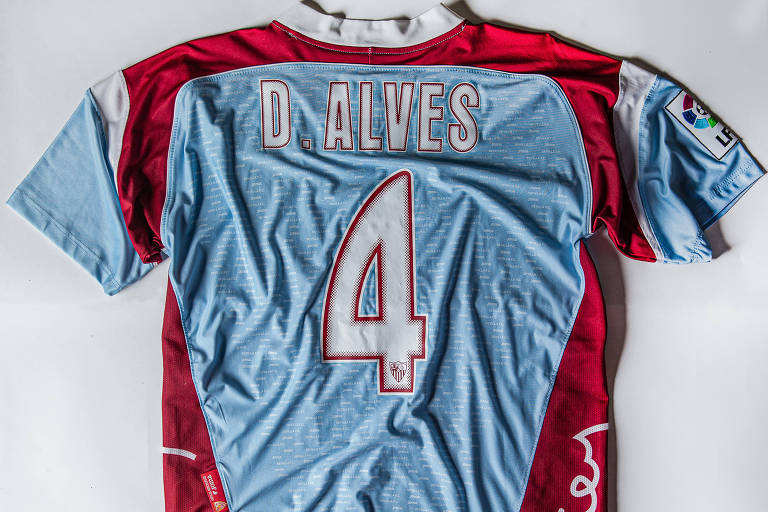 As camisas que Daniel Alves defendeu lá fora