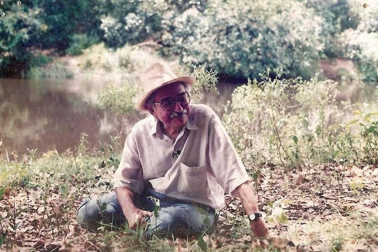 O poeta Manoel de Barros na Fazenda Santa Cruz, em pleno Pantanal, no Mato Grosso do Sul