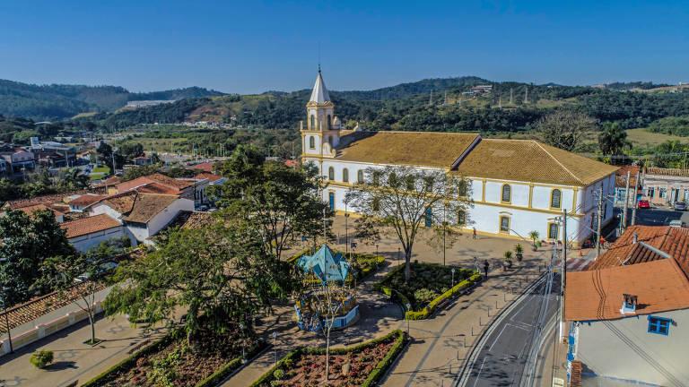 Vista aérea da Igreja Matriz de Santa Ana, no Centro Histórico de Santana de Parnaíba
