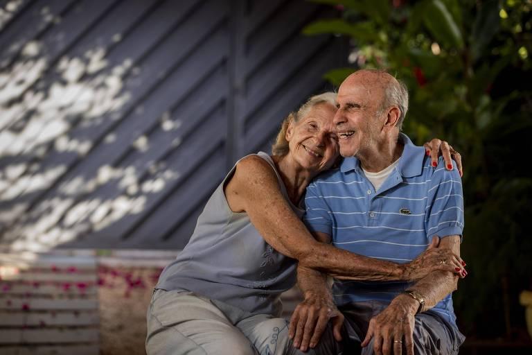 Brandãozinho e sua esposa Suzzane, na casa do casal em Boa Esperança do Sul (SP)