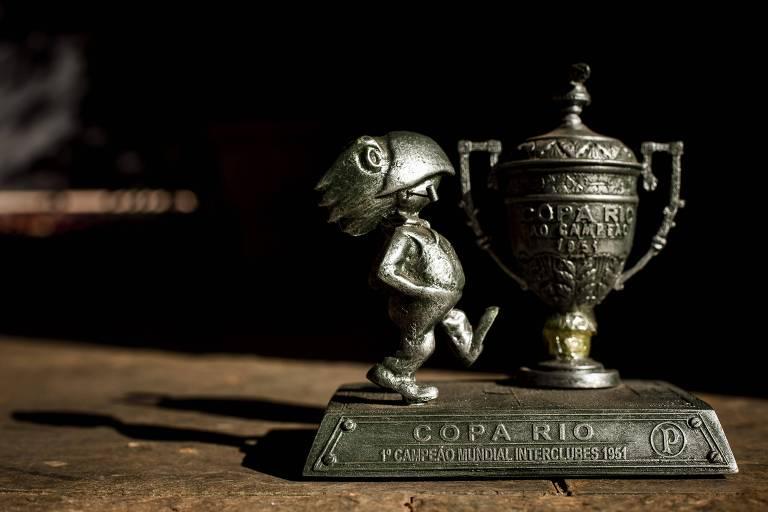 Troféu da Copa Rio, campeonato que o Palmeiras considera como Mundial