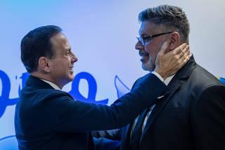 Doria saúda Frota em sua filiação ao PSDB