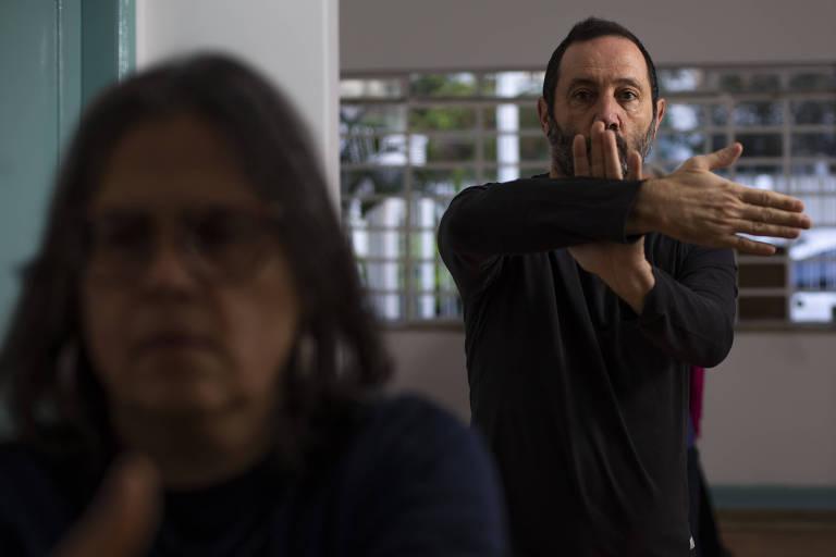 O dramaturgo Sergio Roveri, 58, faz, desde outubro de 2018, aulas de tai chi chuan para melhorar o sono, manter o corpo alongado e reduzir a ansiedade