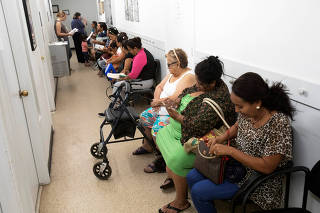 People queue to apply for aid at the ECHOS center in Houston