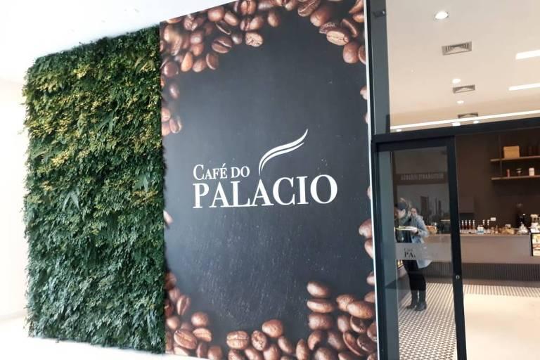 Fachada do Café do Palácio Doria