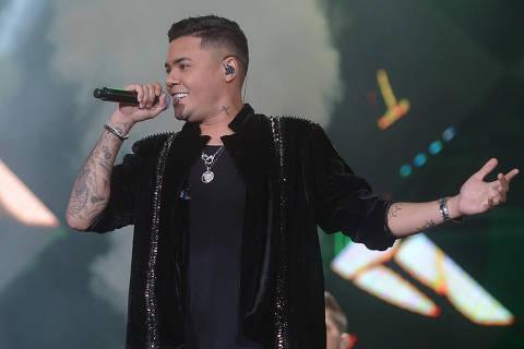 Felipe Araújo estreia no palco principal da Festa do Peão de Barretos