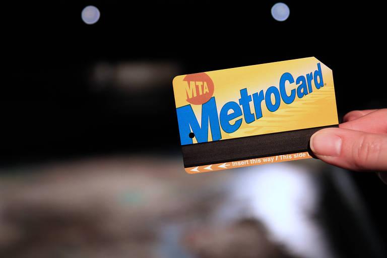 O MetroCard, usado desde 1995 como bilhete de metrô e de ônibus em Nova York