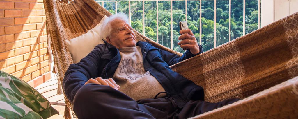 Cid Moreira em sua casa em Petrópolis, no Rio de Janeiro