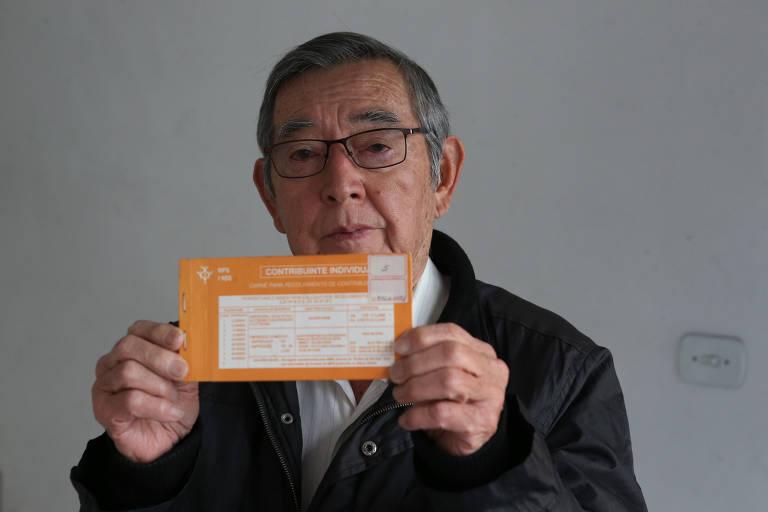 Arlindo Hayakawa, 72, aceitou se aposentar por idade, apenas com os anos da carteira profissional