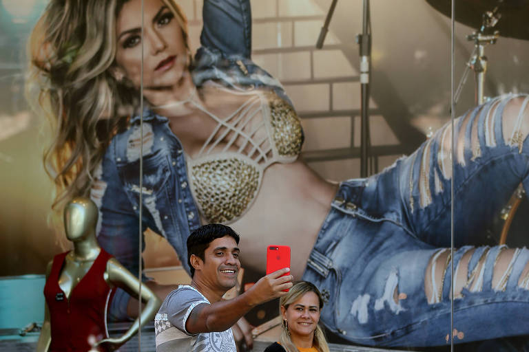 O casal Douglas Silva e Mariana Melo frequenta o Brás há cinco anos e gostou das mudanças