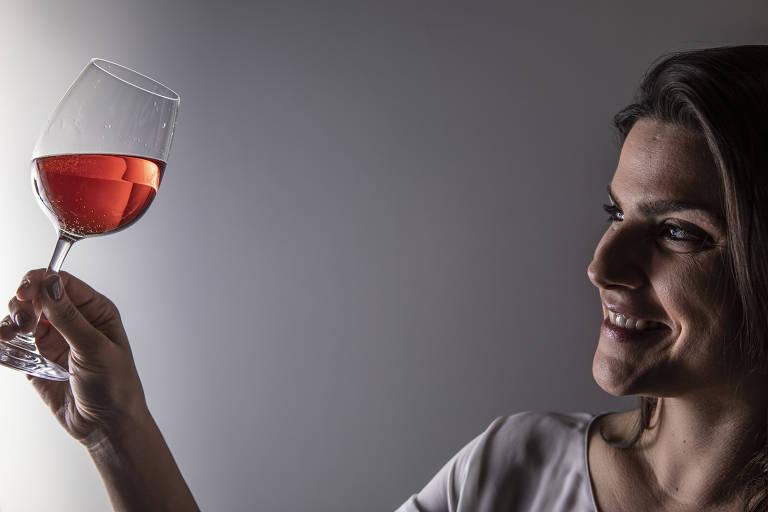 Taças rosadas agora são moda no happy hour brasileiro
