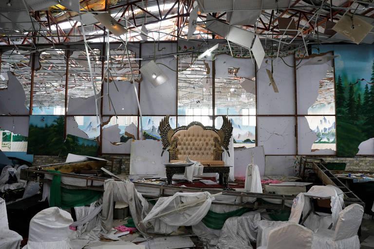 Salão onde um homem-bomba matou 63 pessoas e feriu 182 em um ataque durante uma festa de casamento, em Cabul, no Afeganistão
