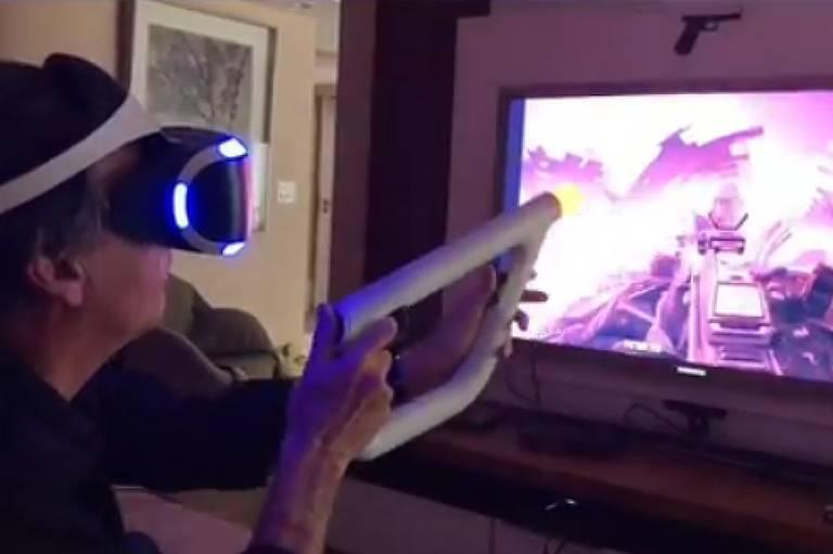 Após eleição, Bolsonaro postou video em que joga 'Fairpoint', de PlayStation VR