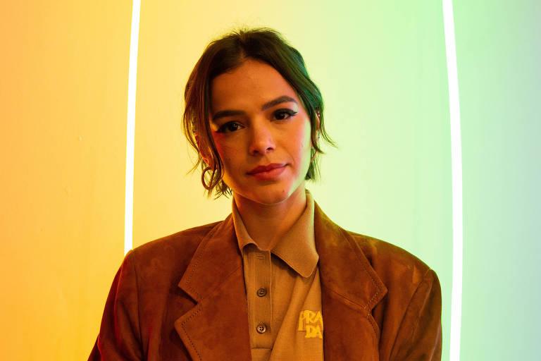 Bruna Marquezine na abertura da Exposição 'Devaneios', do artista Gian Luca Ewbank